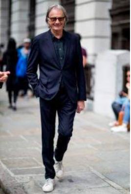 スーツにスニーカーは常識になり得るのか?