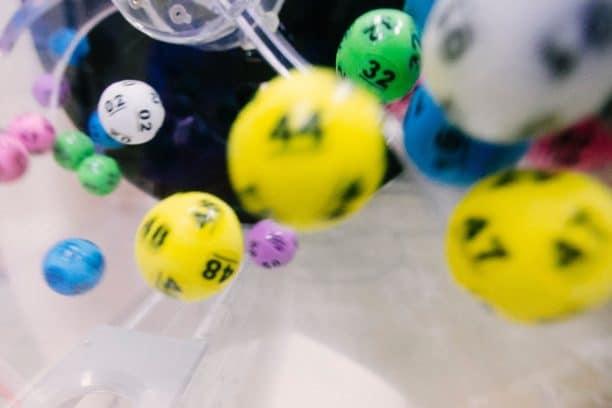 宝くじは税金が引かれる?競馬はいくらから対象になるの?(第29回)